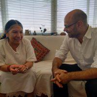 Hernán con Tarcila Rivera Zea, líder quechua, fundadora de Chirapaq y miembro del Foro Permanente para las Cuestiones Indígenas de las Naciones Unidas (Foto de Verónica Vargas)