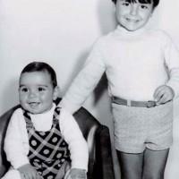 Los hermanos Migoya: Hernán es el cabezón de la izquierda (foto de archivo familiar, publicada como contraportada en 'Observamos ...')