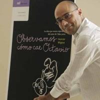 Hernán Migoya en la promoción de su libro 'Observamos como cae Octavio' Fotografía de César Porras